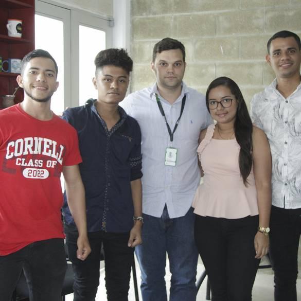 Estudiantes participan en Torneo de Simulación de Negocios