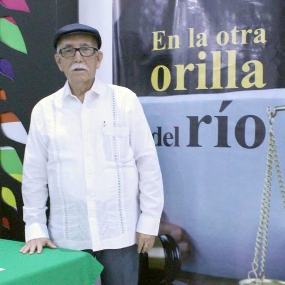 """Antonio Mora lanza libro """"En la Otra Orilla del Río"""""""