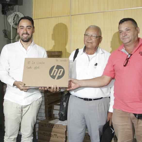 Se entregaron mil computadores a través del Programa Ondas